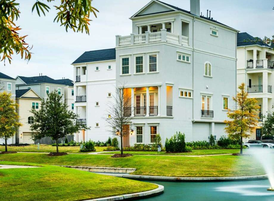 Somerset Green offers secluded Inner Loop living